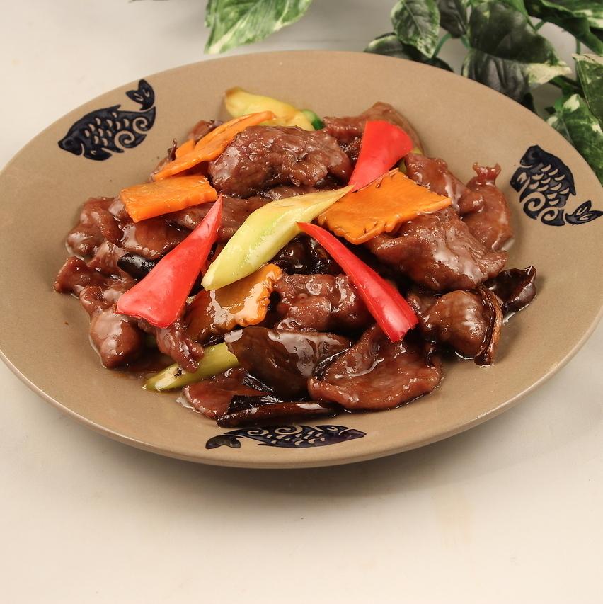 油煎的Porcini蘑菇用牛肉/ Hoikorow用Porcini蘑菇