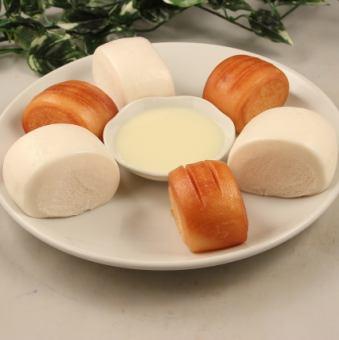 烤包子和帶奶粉的頭包子/ Halumaki(3件)