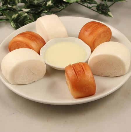 白饅頭と揚饅頭の練乳添え/ハルマキ(3個)