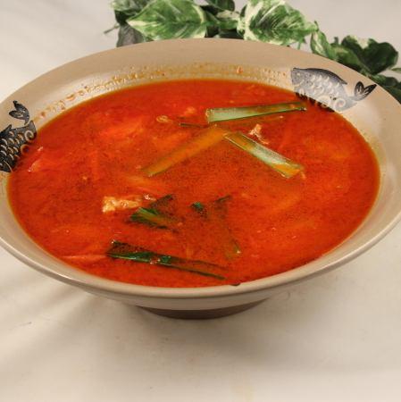トマト入り牛バラ煮込みスープ/フカヒレ入りキノコスープ