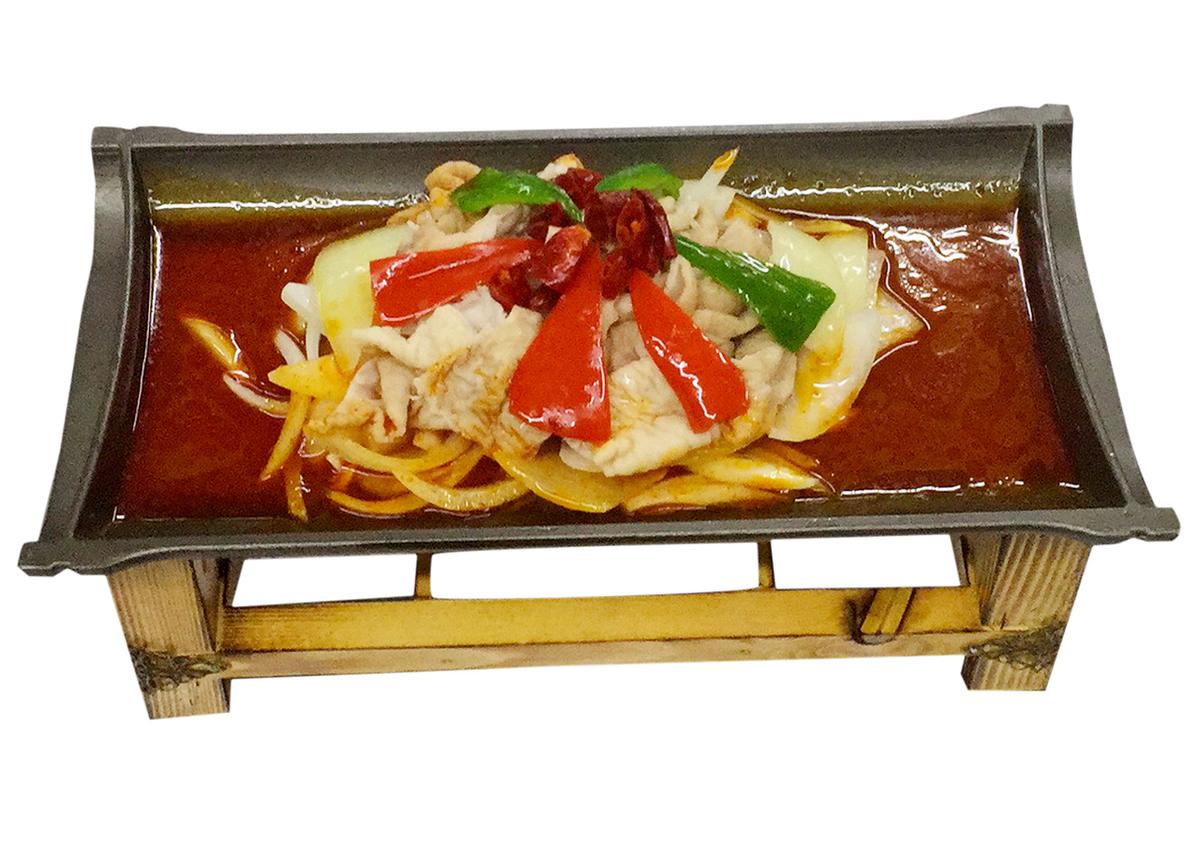煮熟的铁板猪肉/发酵的海洋贝类蓝胡椒炒