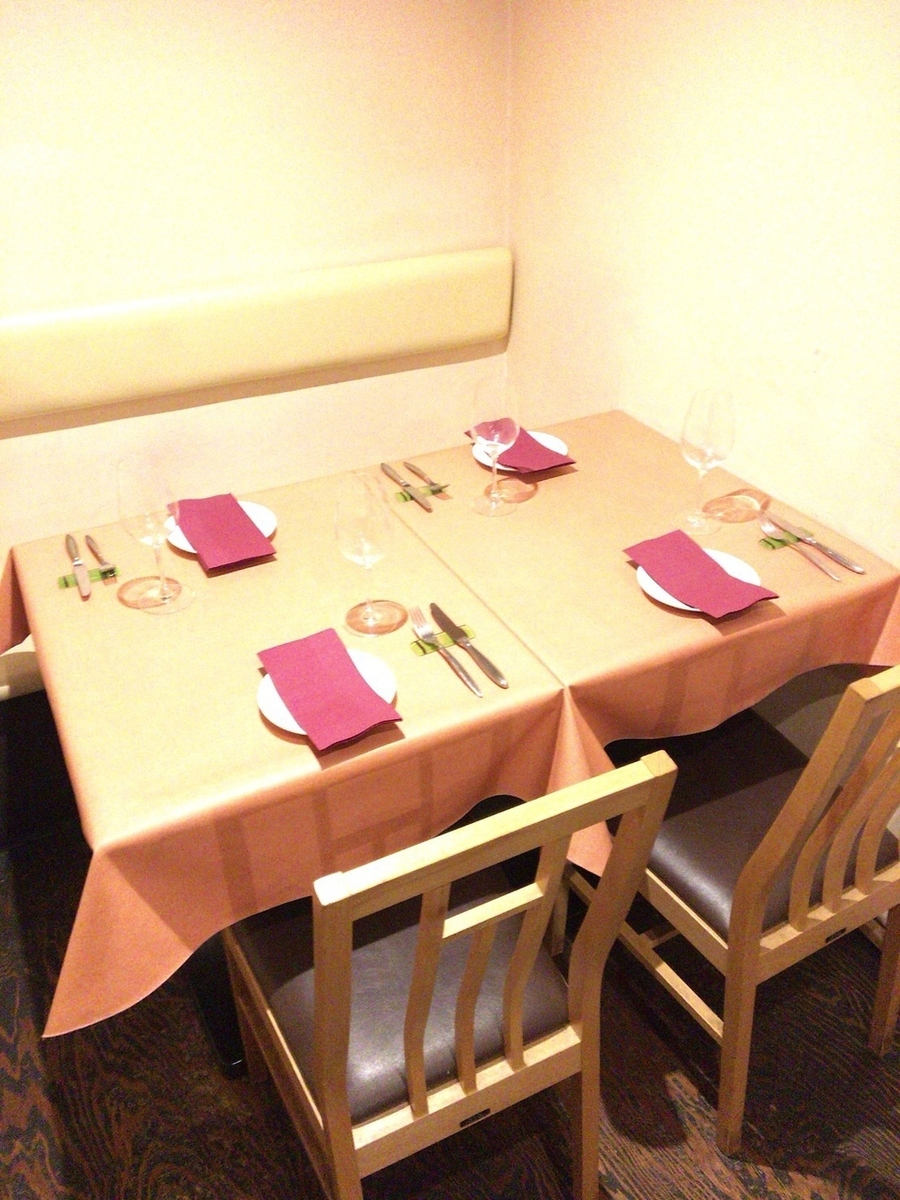 We will show you table seat for 2 people.Perfect for date and girls' association!