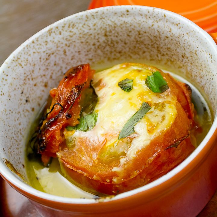 Grilled oven with ripe tomato and cheese