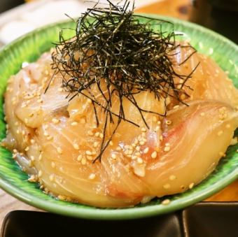 金魚鉢名物!ゴマかんぱち丼