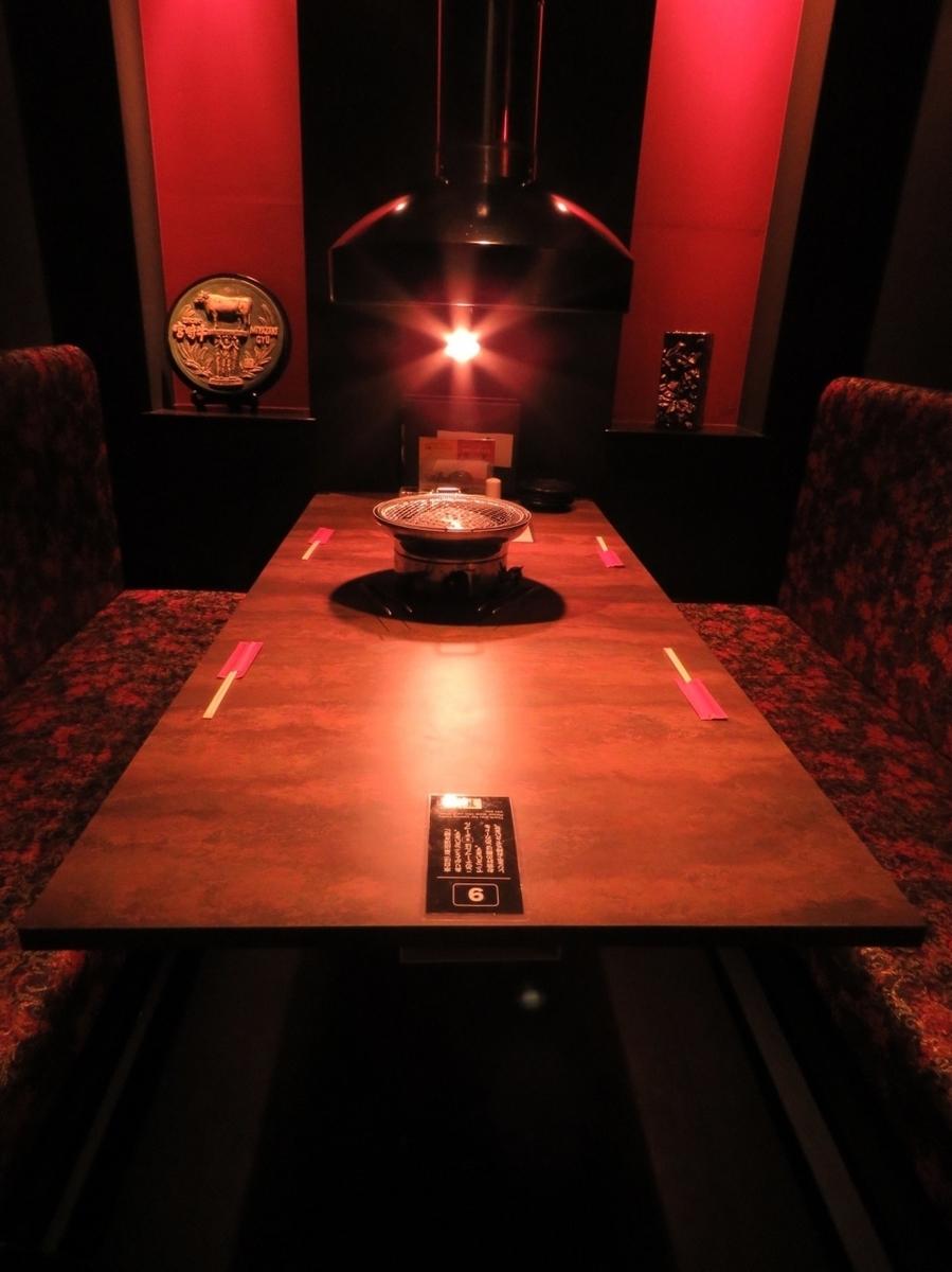 ベンチシートなのでゆったり使えるテーブル席♪プライベート感満載!