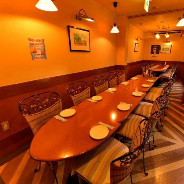 2Fはテーブル席もご用意しております!最大35名宴会収容可能!
