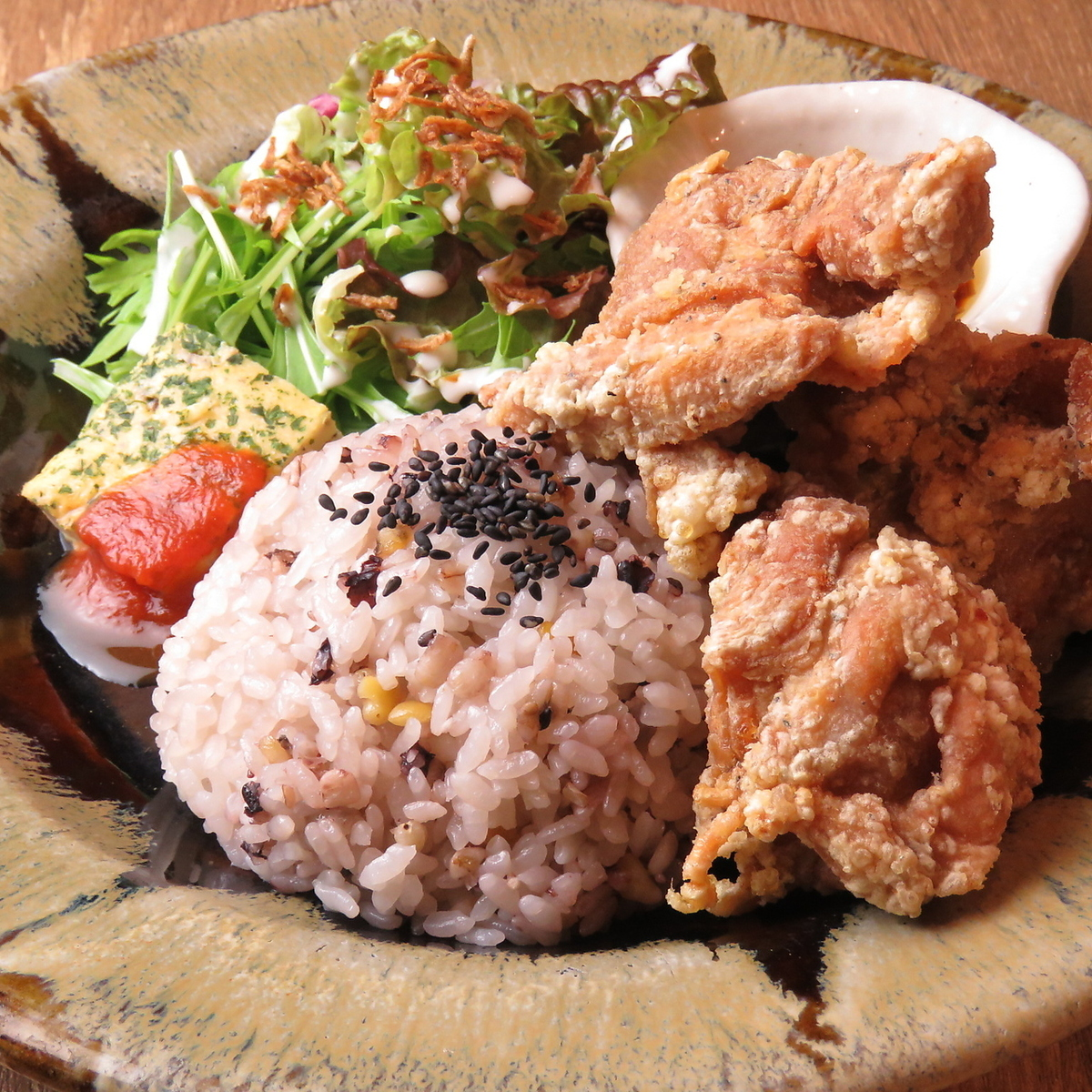 【Famous! Chicken fried chicken SET】 (15 cereal rice / mini salad / appetizer / set drink / small chiffon cake)