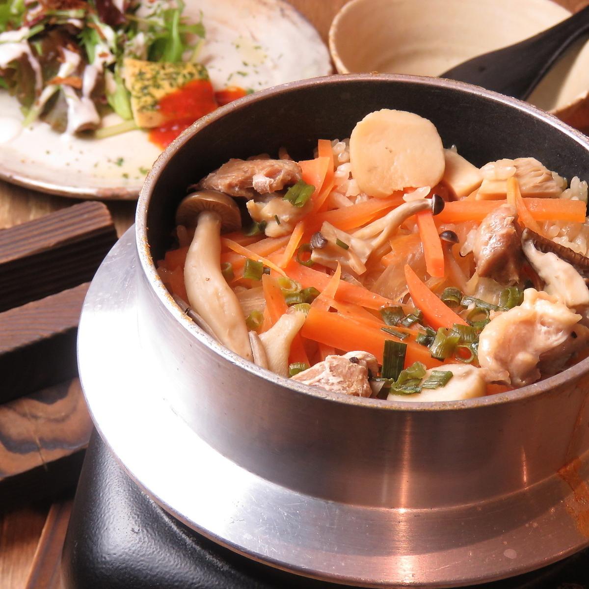【Pot SET SET (Fifth item / Paeria / Mushroom Bata -)】 (Mini salad / Appetizer / Set drink / Small chiffon cake)