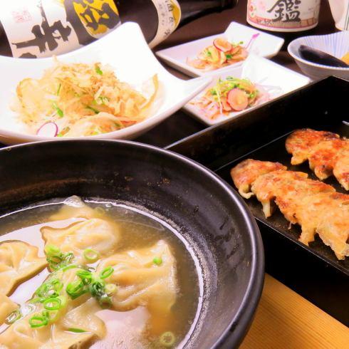 平静的气氛漂流。日式饺子居酒屋。