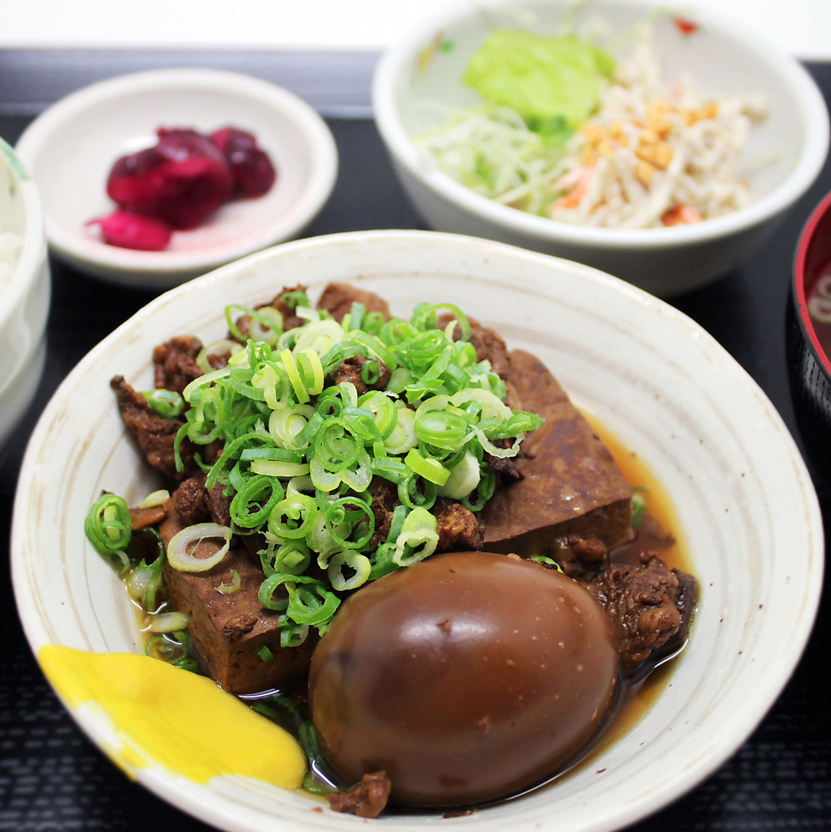 午餐套餐是900日元(不含稅)〜