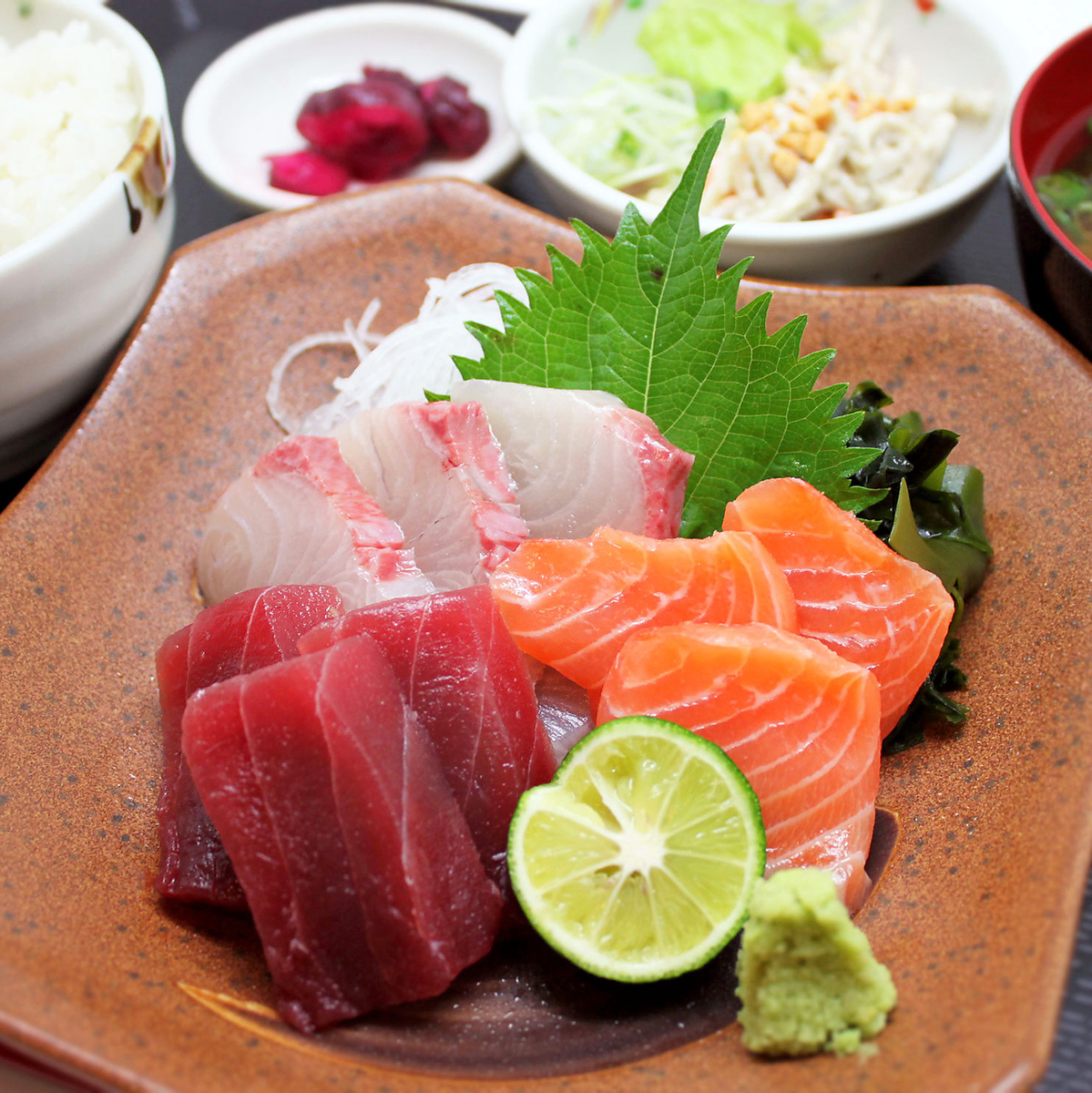 今天的生魚片套餐3種