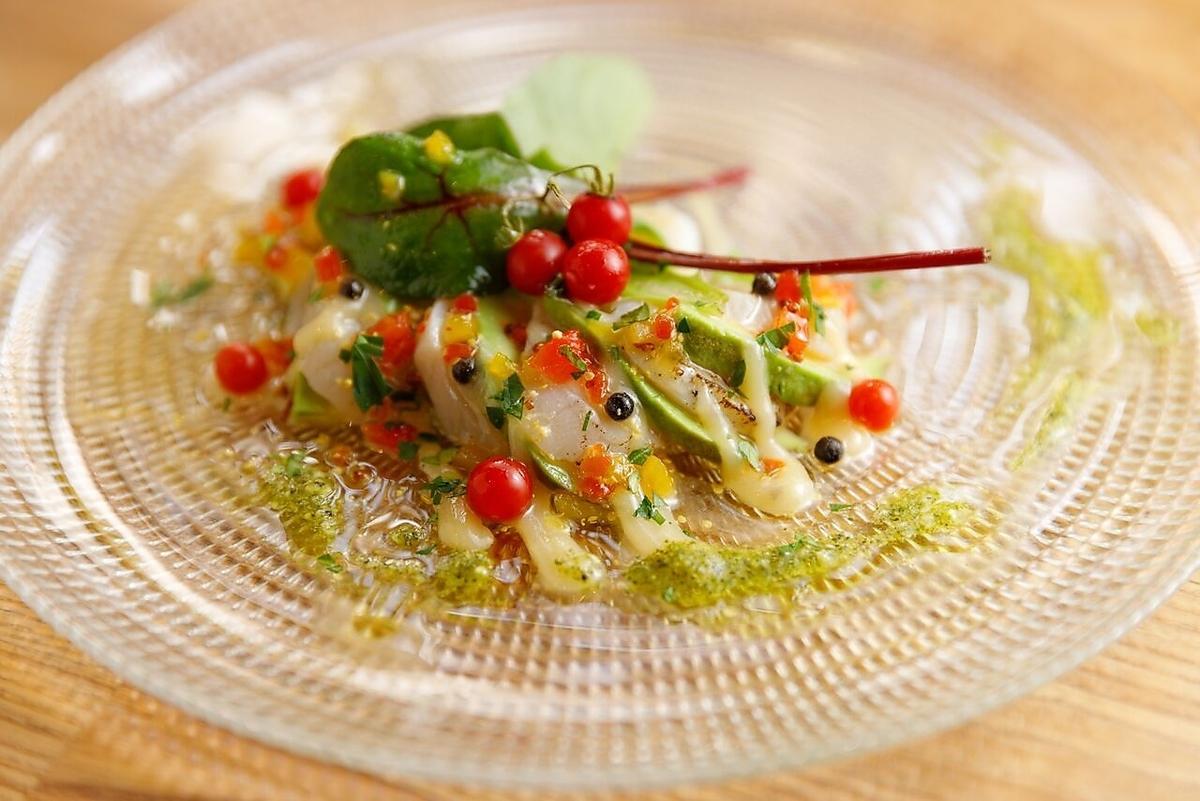 炙りホタテとアボカドのカルパッチョ/蛸とホタテときのこのガーリックソテー