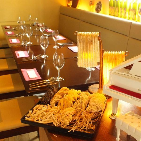 店内奥には、グランデラマーノのときと同じ空間。テーブル席を合わせて最大10名までご利用可能です。