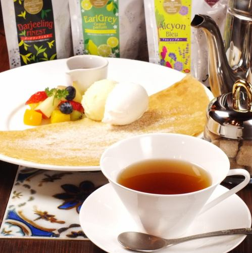 All you can drink tea made with your favorite crepe + tea leaves imported directly from France <TEA FREEセット> 1370 yen