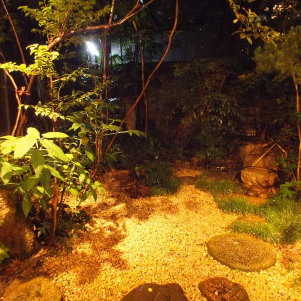 Build courtyard seems Kyoto downright air flow in the back.You can enjoy leisurely meals and a cafe in the Kyomachiya.