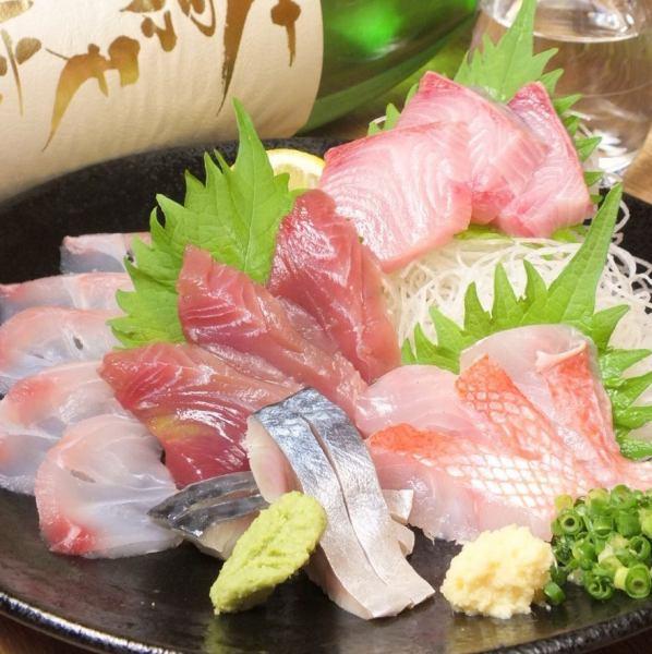 築地仲買人「マサオの目利き」で厳選!多い時は魚貝が20種以上!鮮魚の刺身が盛りだくさん!
