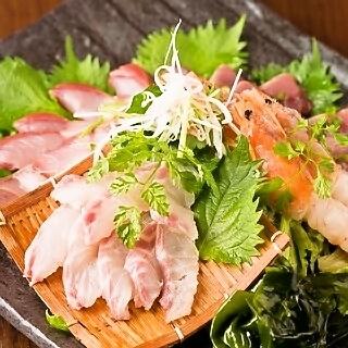 直接從生產區域烹飪新鮮的魚