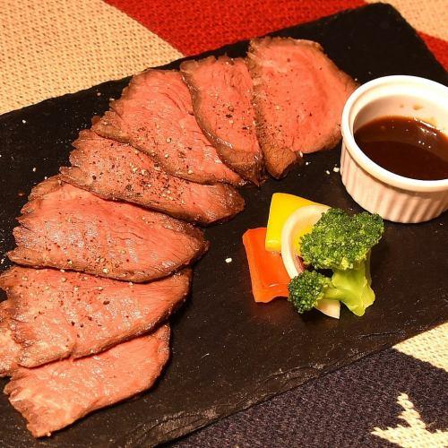 牛もも肉のローストビーフ