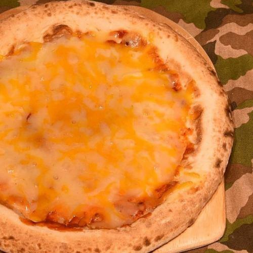 三種のチーズピザ