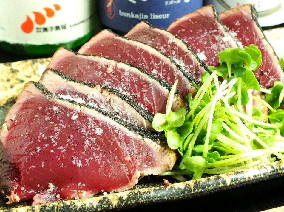 お店のウリは500円でいただける鰹のタタキ!高知県産の新鮮な鰹をぜひご堪能下さい!
