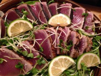 美味い鰹を県下一お安く提供、写真は二人前とちょっと、それでも1000位。すごいっしょ