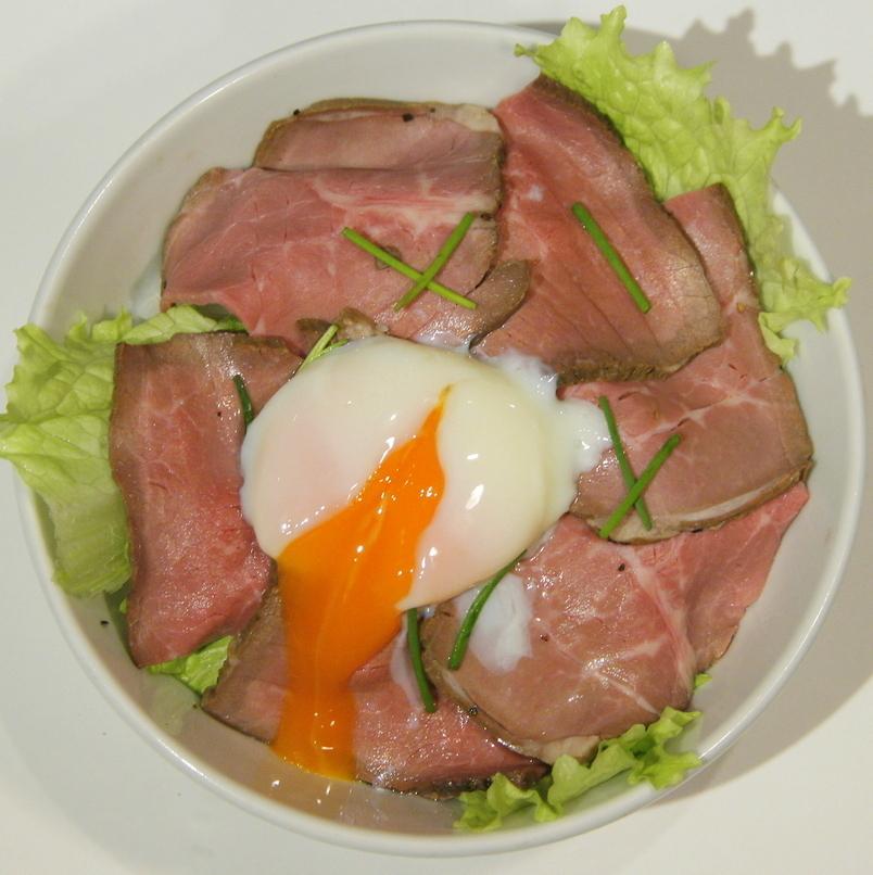 半熟玉子のローストビーフ丼