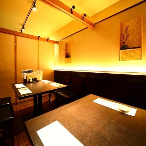 私人桌子私人房間,您可以使用2至12人。如果您連接4個單獨的房間×3個房間,您可以使用4人,8人,12人,具體取決於數量。