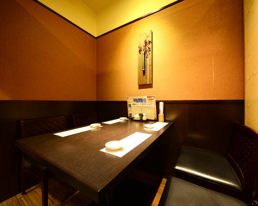 私人桌子私人房间可容纳2至12位客人
