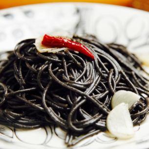 黑色Peperoncino
