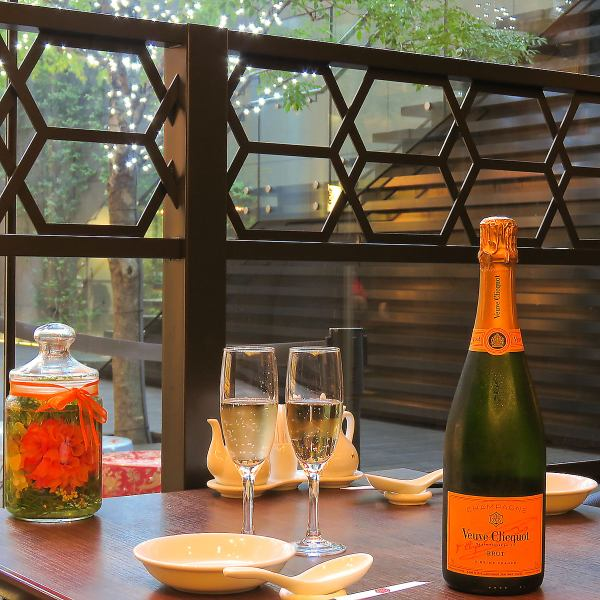 You can dine while watching the outside scenery ★ It will be a semi-private room with open feeling to see the night view.