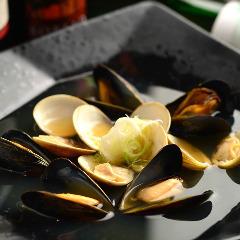 蛤とムール貝の酒蒸し シェリーの香り