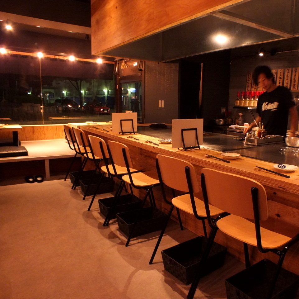 There is a small raised osaka / table seat.Charges are OK as well! Please do not hesitate to contact us ♪