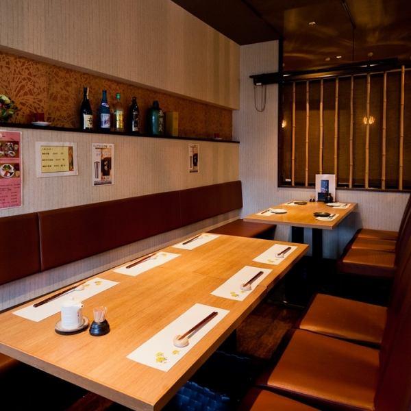 【4人桌×3桌】可坐舒適的桌座。請在商務娛樂,家庭,朋友等各種場景中使用。在享受商店的氛圍的同時,您可以享受寧靜的時光。