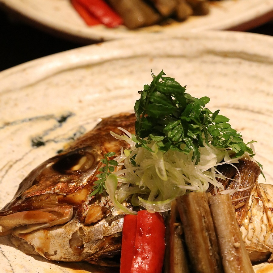 Simmered snapper cooked in a helmet