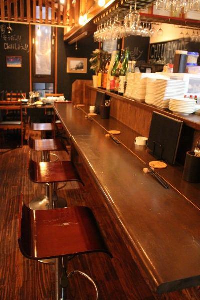 仕事帰りや出張、軽く飲みたい1~2名様にぴったりのカウンター席。お肉料理の他、おつまみも充実しております。お気軽にお立ち寄りください♪