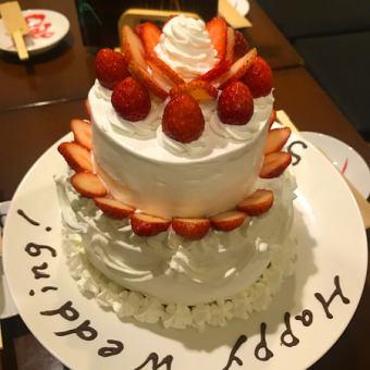 ウエディング2次会等にご利用頂けるウエディングケーキもございます。