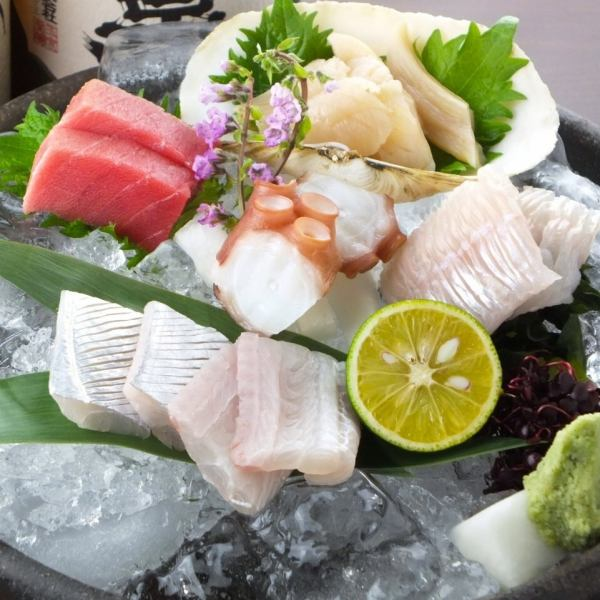 【Fresh fish in different daytime fresh fish】 Assorted sashimi 1580 yen (tax excluded) Only daytime fresh fish can be eaten on that day when it was landing.