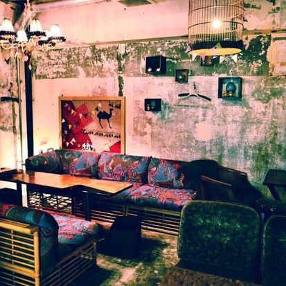 新宿伊勢丹近くの全席ソファのノスタルジックなカフェ★隠れ家カフェ&ダイニングバー
