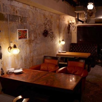舒适的全座椅沙发空间。在轻松的心情,您可以享受您的用餐,慢慢喝。
