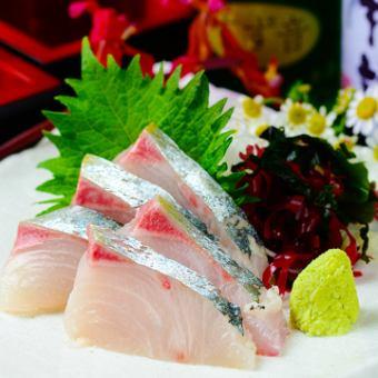 """""""11  -  1月""""【3h所有你可以喝】生魚片,香辣雞肉等。【鐵板套餐】共8項·3480日元(含稅)"""