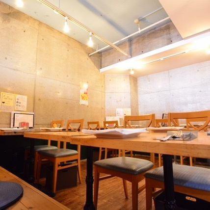 アットホームな空間での食事はいかがですか?オシャレな雰囲気と温かみの感じる空間を演出!その中で食べる自慢の料理をお楽しください♪歓送迎会はお早めにご予約ください!