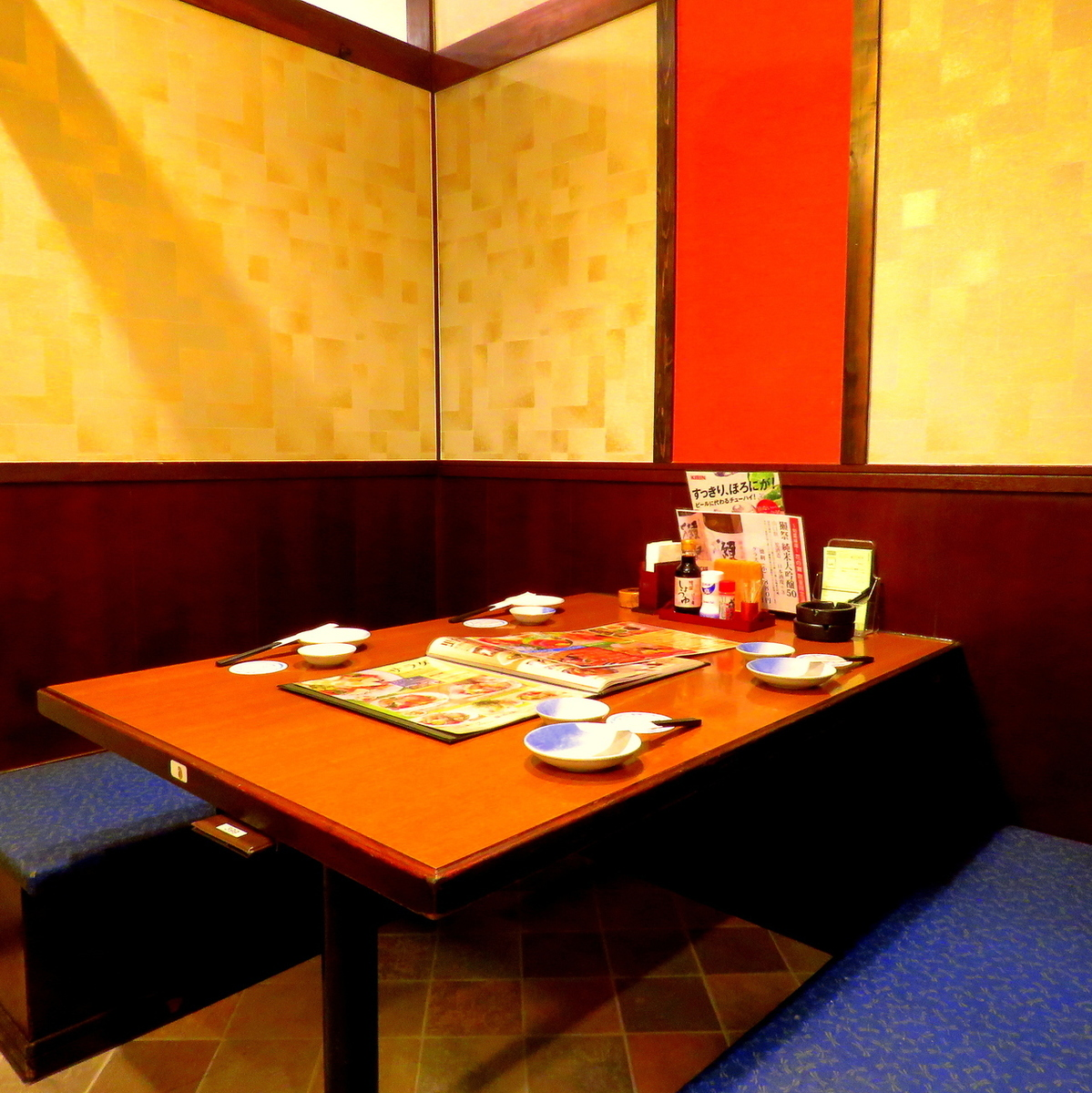We also have a table seat that is perfect for work and on-going, within friends, and gongsongs!