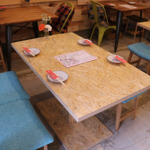 【1F】最大4名様までご利用頂けるテーブル席!女子会・ご友人や同僚との飲み会利用に◎