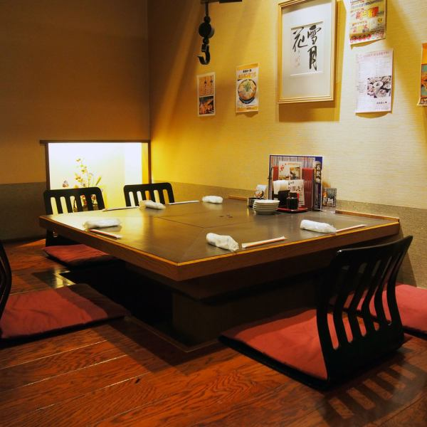 Up to 3 persons to 6 persons OK digging your stand private room.Good smell burning yakitori is stimulate the appetite!