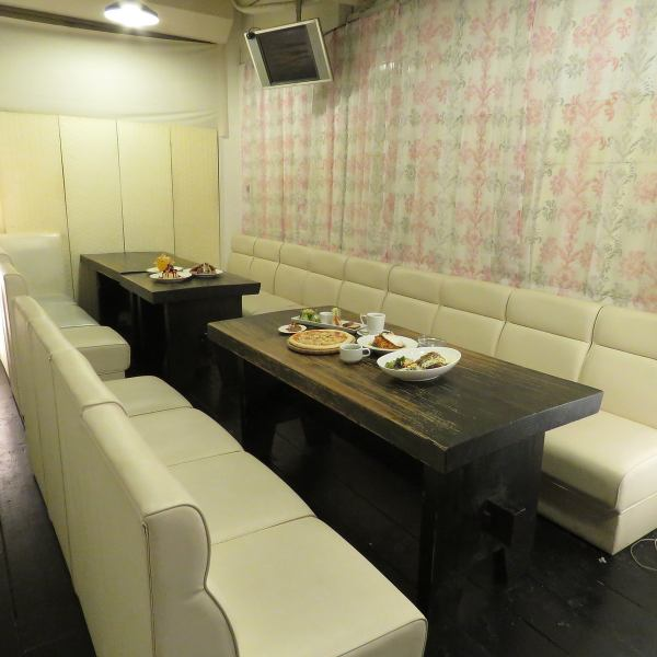In the private room at the back you can also use it at mama association with children and girls' association.Available for 10 to 20 people.Chart Party is OK! It is a bright room with one floor so you can see everyone!