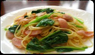 Sausage and spinach oil pasta / Japanese sashimi with spinach and Japanese spinach
