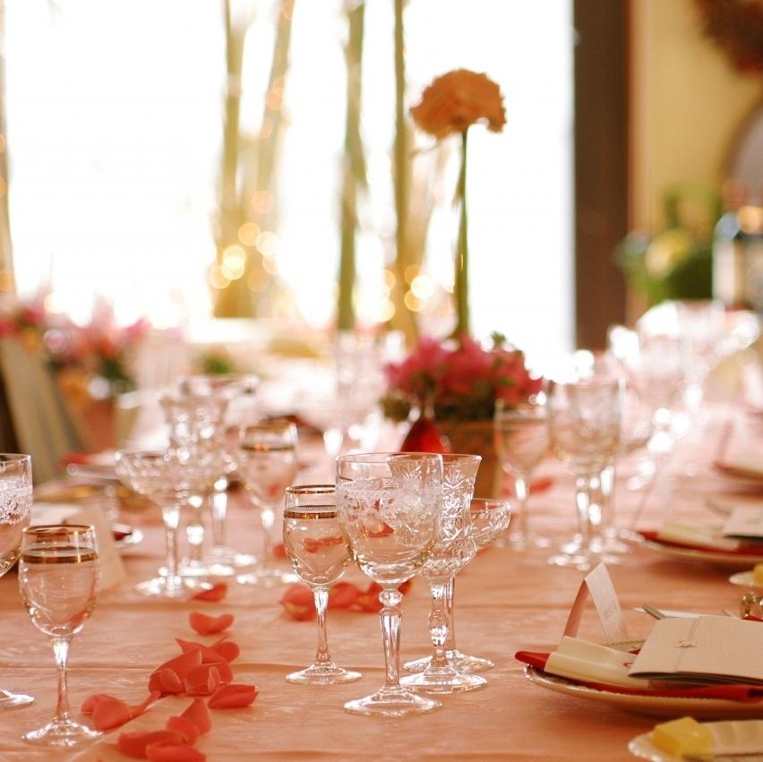 お客様のご人数によって自由にテーブルのコーディネートが可能♪ゆったりくつろげる個室も有。80名様まで貸切OK!各種パーティーや結婚式の二次会はもちろん、挙式を行うこともできます!お気軽にご相談下さい♪