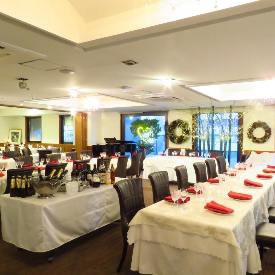 フロア貸切オーケー!テーブルのコーディネートも自由自在!結婚式二次会や、会社宴会に!