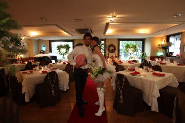 Wedding party full of originality One stylishly stylish and impressive page