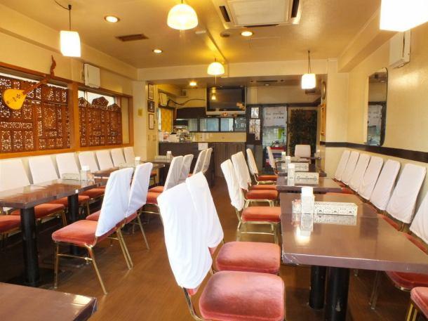 田端駅から歩いて3分程に佇むタイ料理店。総席数30席の広々とした店内。ランチやディナー、サク飯サク飲み、会社帰りや女子会など様々なシーンにご利用ください。